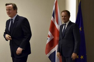 Britain's Prime Minister David Cameron (L) holds a bilateral meeting with European Council President Donald Tusk after a EU-Turkey summit in Brussels, Belgium November 29, 2015. REUTERS/Eric Vidal