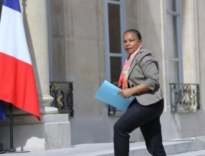 French-justice-minister-resigns-opposes-stripping-terrorists-of-citizenship