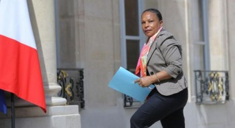 French justice minister resigns, opposes stripping terrorists of citizenship