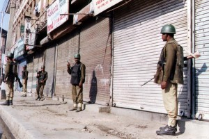 Kashmir-Indian-troops-surround-militants-in-government-buildings