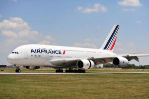 Drone-comes-within-feet-of-striking-Air-France-plane-at-Paris-airport
