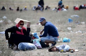 Refugees-clash-with-police-on-Macedonia-Greece-border