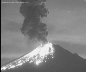 Mexicos-Popocatpetl-volcano-violently-erupts-launching-burning-rocks