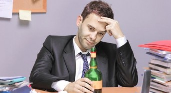 Tough economy, alcohol fuel suicide risk in men: Study
