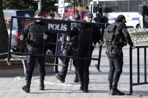 Four-detained-after-car-bomb-kills-11-in-Istanbul-including-seven-officers