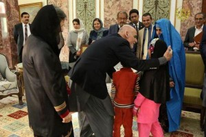 'Afghan Girl' meets Afghan president after Pakistan deportation