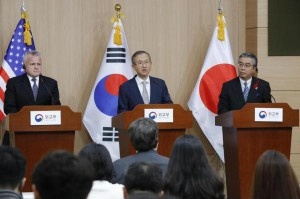 From left to right, U.S. Deputy Secretary of State John Sullivna, South Korean Vice Foreign Minister Lim Sung-nam and Japanese Vice Foreign Minister Shinsuke Sugiyama hold a news conference Wednesday in Seoul. Photo by Yonhap