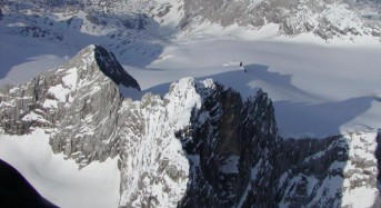 'Gut feeling' leads rescuers to hiker trapped five days in Alps