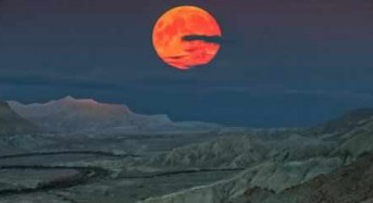 The First Supermoon of 2018 Will Appear on New Year's Day – And It's Even More Special