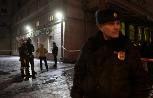 Emergency Ministry members and policemen are seen outside a supermarket after an explosion in St Petersburg, Russia December 27, 2017. REUTERS/Anton Vaganov