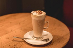 Scientists have discovered the physics that account for the layering of coffee and milk in a cafe latte. Photo by Pixabay/CC