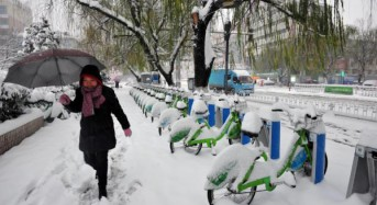 Heavy snowstorms in China leave 10 dead