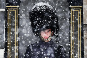 A British Army soldier outside Buckingham Palace stands guard during heavy snowfall in London on Wednesday. Heavy snowfall and sub-zero temperatures have hit Britain, and more heavy snow is expected in the coming days. Photo by Andy Rain/EPA-EFE