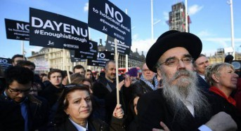 Hundreds of people protest outside Parliament against antisemitism in the Labour Party