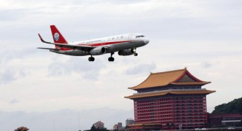 Pilot partly expelled from Chinese jetliner after windscreen breaks