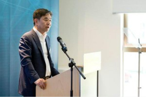 Samsung's Kim Hyun-Suk announces the establishment of three new artificial intelligence centers, in Toronto, Moscow and Cambridge, England. Photo courtesy of Samsung