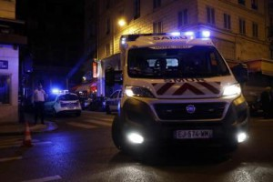 knife-wielding-attacker-wounds-7-in-paris
