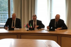 BP chief executive Bob Dudley, Libyan National Oil Corporation chairman Mustafa Sanalla and Eni chief executive officer Claudio Descalzi on Monday signed a letter of intent under which Eni will get a stake in and assume operations of an EPSA. Photo courtesy of BP