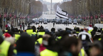 Protests by 'yellow jackets' calmer, fewer numbers in France