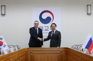 Lee Do-hoon (R), South Korea's chief delegate to the six-party talks on ending North Korea's nuclear ambitions, poses with his Russian counterpart Igor Morgulov (L) prior to talks over recent developments on Tuesday at the foreign ministry in Seoul. EPA-EFE/YONHAP