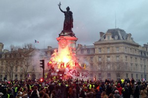"""Yellow vest"" French protesters set fire to the statue of Marianne in Paris, France, on December 8 as a revolt against a planned fuel tax increase. Photo by Eco Clement"