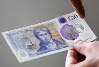 New £20 bills enter circulation in Britain